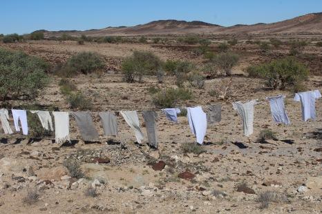 """""""Flucht-Linien"""", Istallation Sandra Schmidt 2016. Namib Wueste, Namibia"""