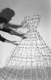 Cage Dresses / Käfigkleider (cotton bud dresses/Wattestäbchenkleider. Sandra Schmidt 2013/2014 (Foto: Edit Billinger)