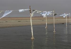 """Flucht-Linien"", Istallation Sandra Schmidt 2016. Langstrand/Atlantik, Namibia"